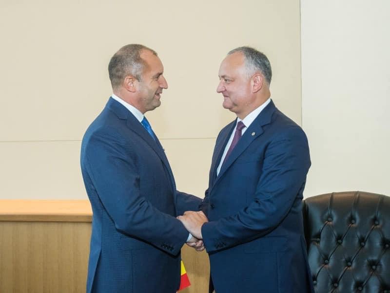 Додон поздравил президента Болгарии с национальным праздником этой страны