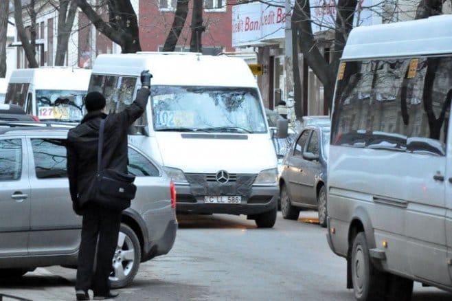 В столице водителя маршрутки поймали пьяным за рулём (ВИДЕО)