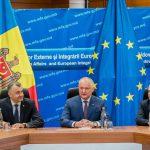 Новые министры иностранных дел и обороны были представлены коллективам (ФОТО, ВИДЕО)