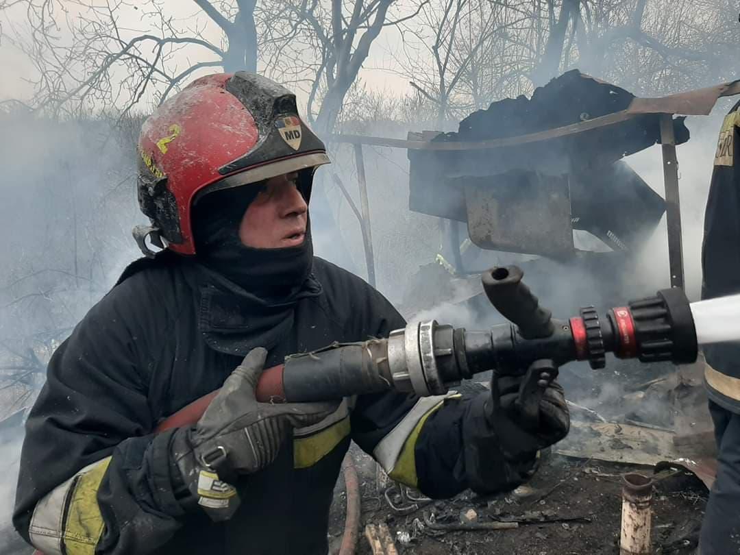 Пожар в Шолданештах: владелец дома сгорел заживо из-за непотушенной сигареты