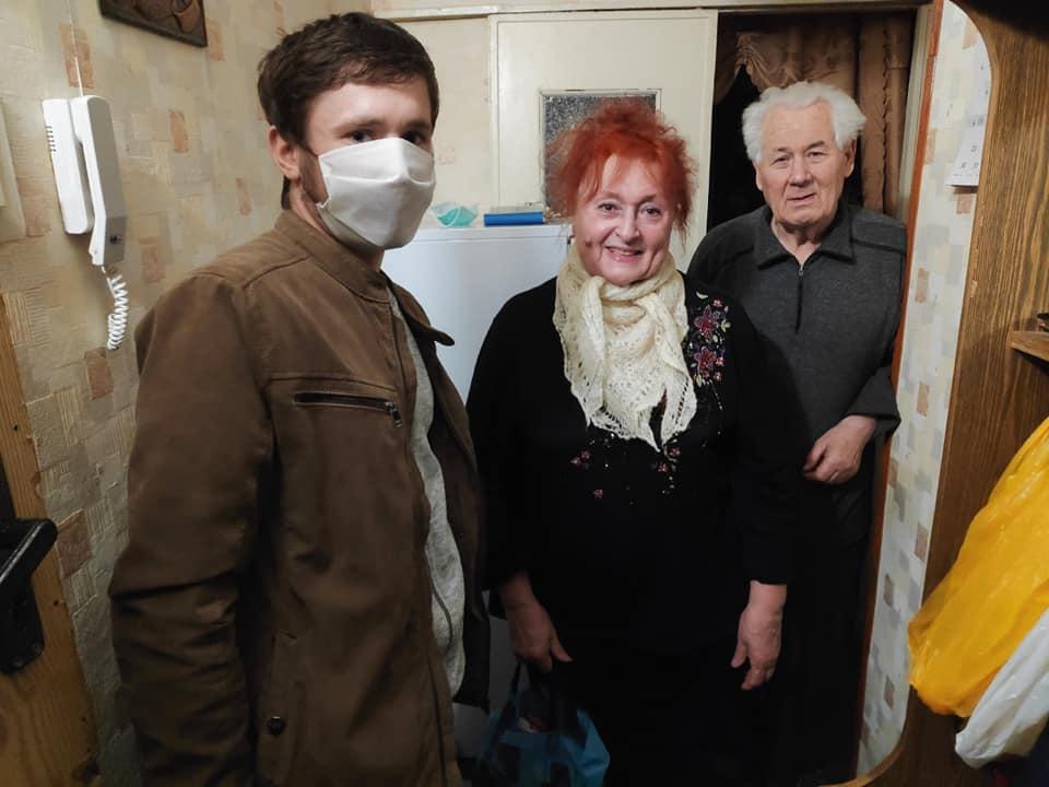 Молодогвардейцы помогли пенсионерам с продуктами (ФОТО)
