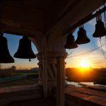Призыв к молитве: ежедневно в полдень в храмах всей страны будут звонить в колокола