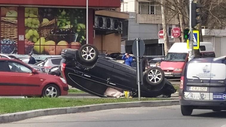 ДТП на Рышкановке: один из автомобилей перевернулся на крышу (ФОТО)