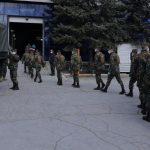 """Военные помогают обустраивать полевой госпиталь на """"Moldexpo"""" (ВИДЕО)"""
