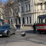 """В центре столицы Porsche """"поцеловался"""" с троллейбусом"""