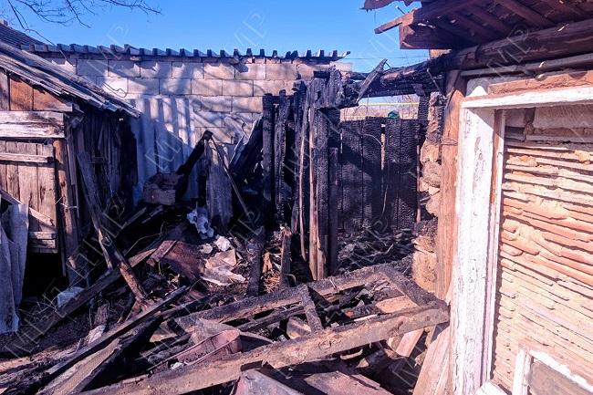 В Дубоссарах жилой дом едва не сгорел из-за вспыхнувшего пожара в деревянной пристройке (ФОТО)