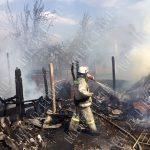 Из-за неосторожного обращения с огнём едва не сгорел частный дом (ФОТО)