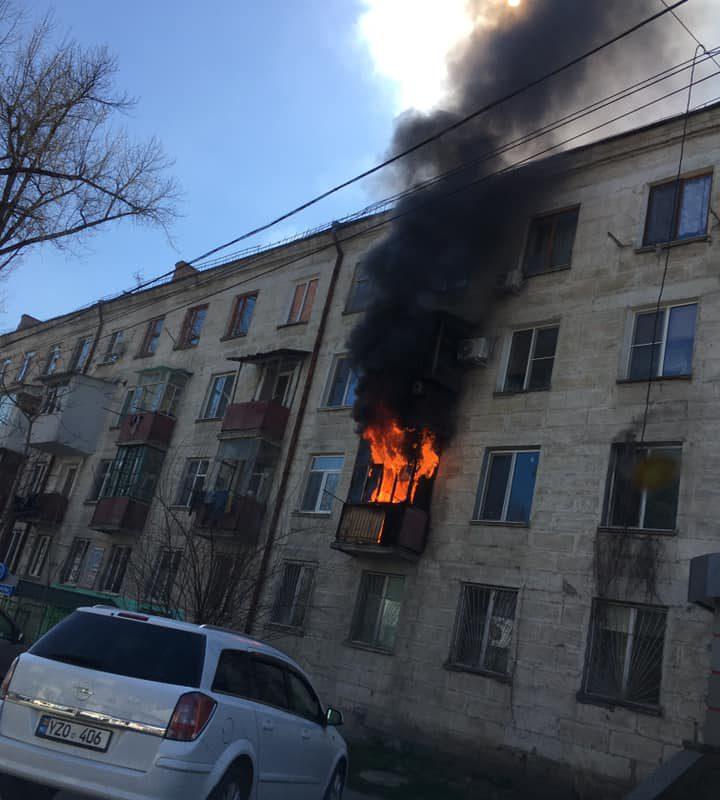 На Рышкановке горит квартира в жилом доме (ФОТО)