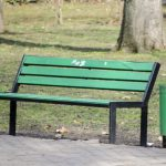 В столичных парках дополнительно продезинфицируют урны и скамейки