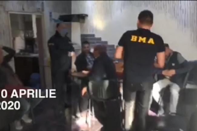Карты, алкоголь и трапеза: владелец кафе на Рышкановке устраивал посиделки для постоянных клиентов в разгар пандемии (ФОТО)