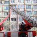 Подробности пожара на Рышкановке: жильцов эвакуировали, пожилую хозяйку квартиры спасли (ВИДЕО)