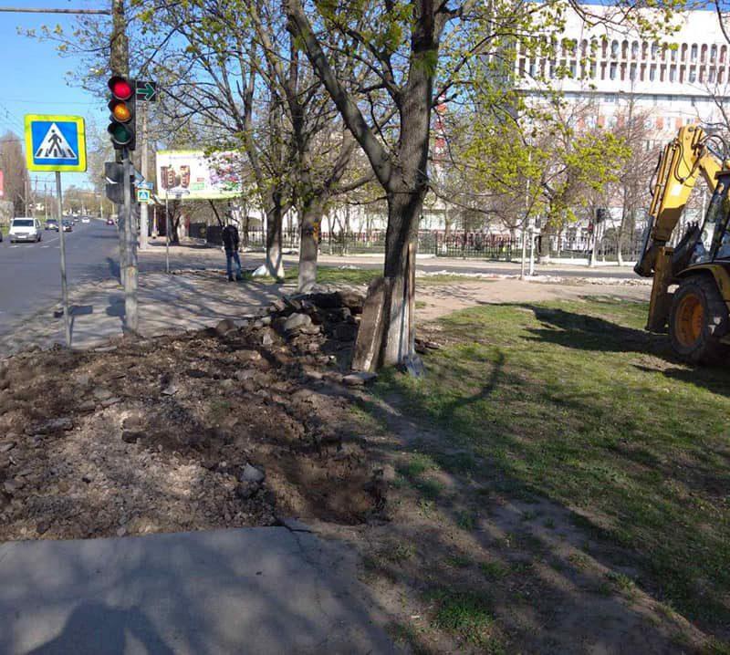 В столице полным ходом идут работы по ремонту тротуаров (ФОТО)
