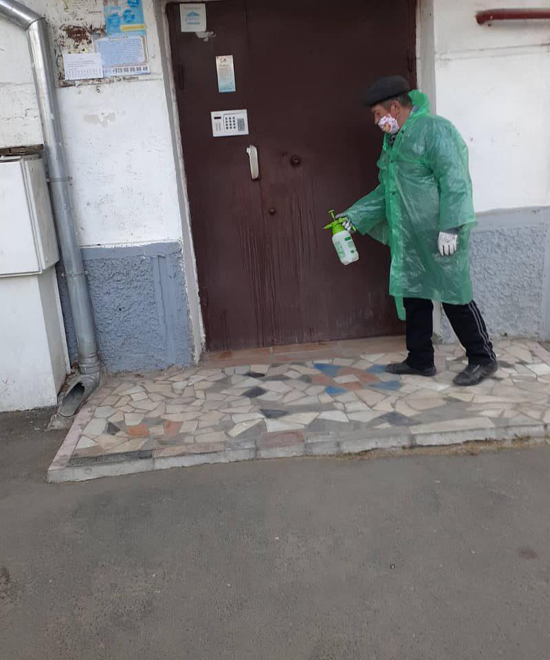 В столице продолжается дезинфекция общественных мест и улиц (ФОТО)