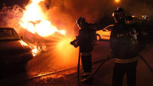 Пожар на Ботанике: загорелся гараж с машиной