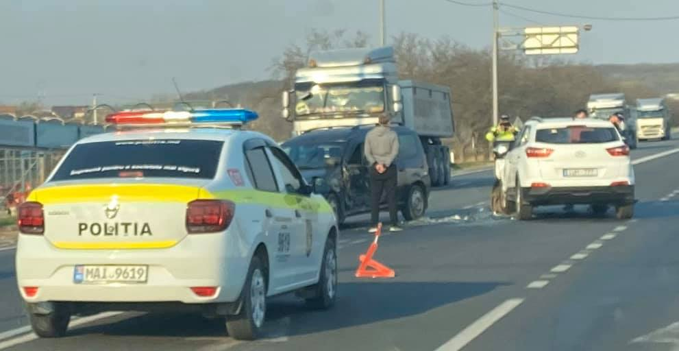 В пригороде Кишинёва не разминулись два авто (ФОТО)