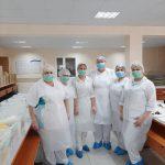 Примария Кишинева обеспечивает бесплатными обедами медработников Центра COVID-19 (ФОТО, ВИДЕО)