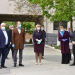 Муниципальные медучреждения получили от примарии Кишинева боксы для интубации больных коронавирусом (ФОТО)