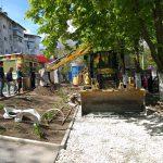 На Зелинского продолжаются работы по благоустройству тротуара (ФОТО)