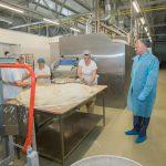 Глава государства посетил в Шолданештах филиал пекарни и пообещал оказать поддержку в условиях пандемического кризиса (ФОТО)