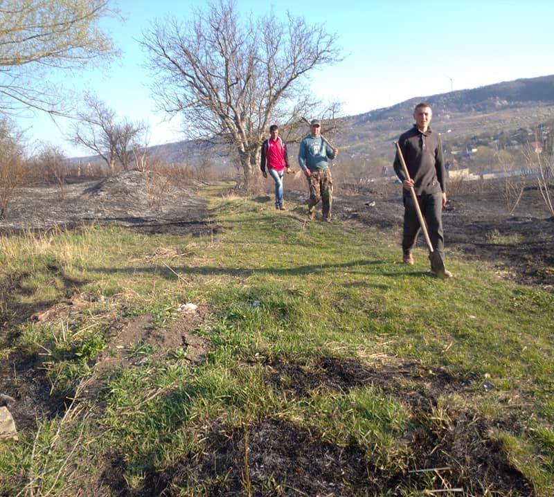Крупный пожар в Ниспоренах: сгорели большие площади сухой травы (ФОТО)