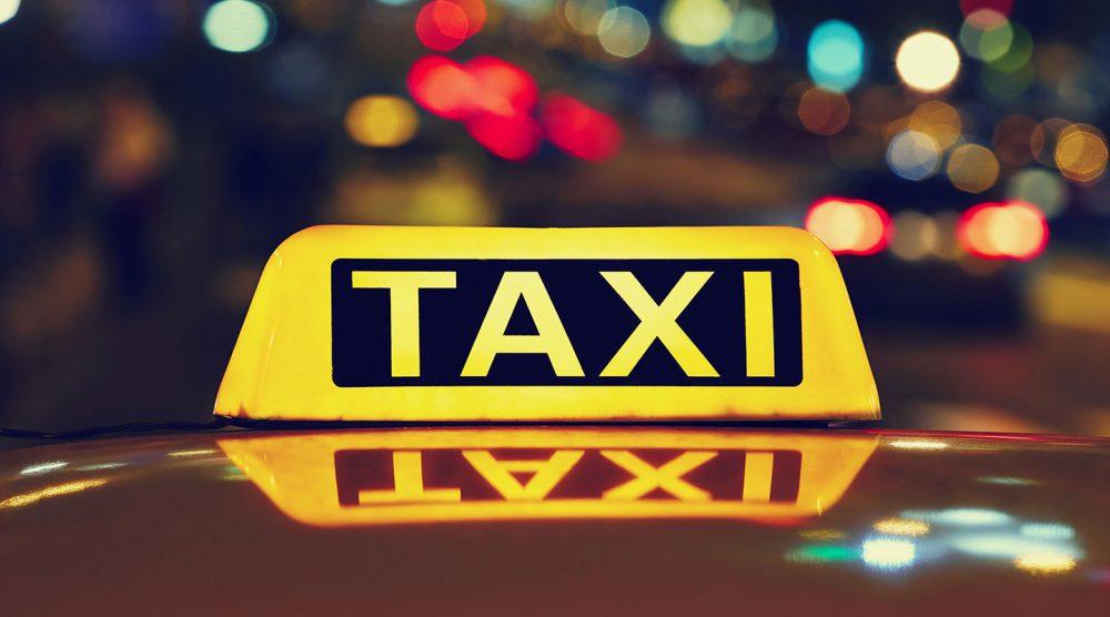 На Чеканах неизвестный избил водителя такси: пострадавший попал в больницу