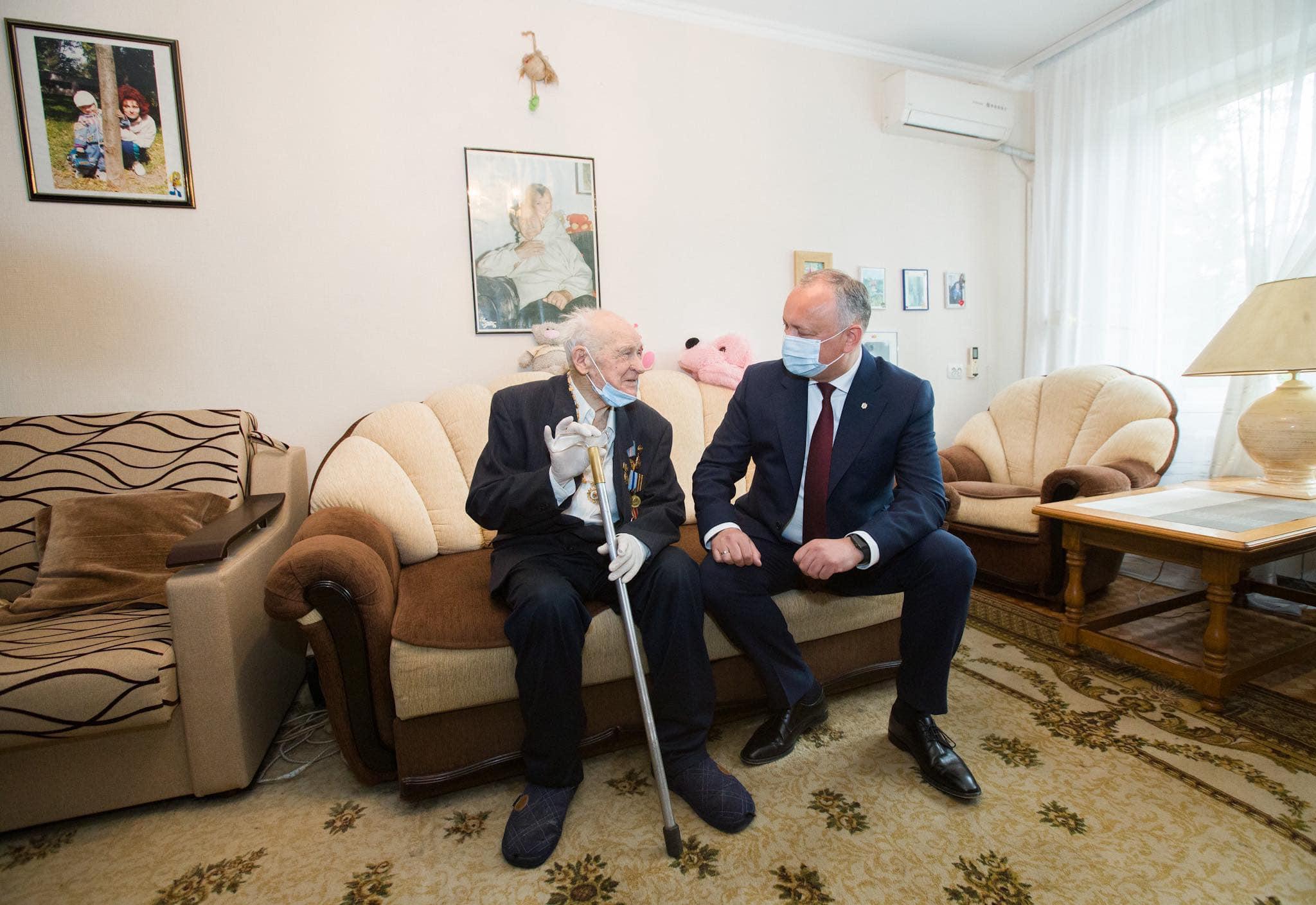Игорь Додон вручил Орден Республики еще одному ветерану ВОВ (ФОТО, ВИДЕО)