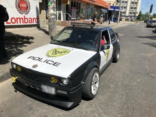 """Житель столицы раскрасил автомобиль """"под полицейский"""" и получил штраф"""