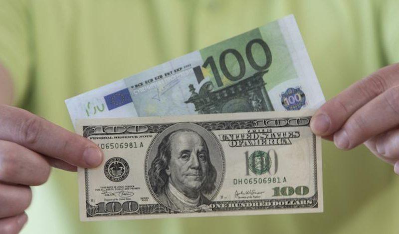 Курс валют на среду: доллар не изменится, а евро подрастёт