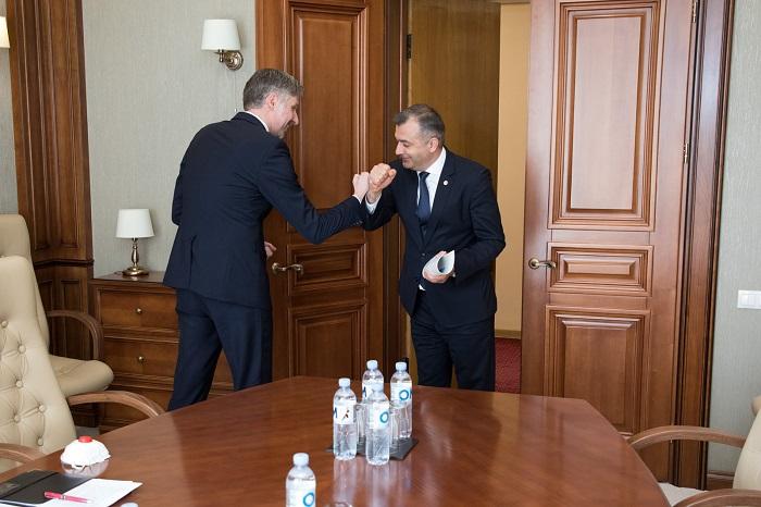 Премьер провёл встречу с послом Латвии в Молдове
