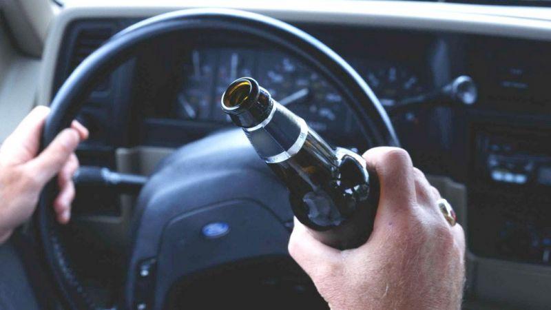 Выпил и сел за руль: горе-водитель протаранил чужой забор