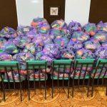 Нуждающиеся жители столицы продолжают получать продуктовые пакеты (ФОТО)