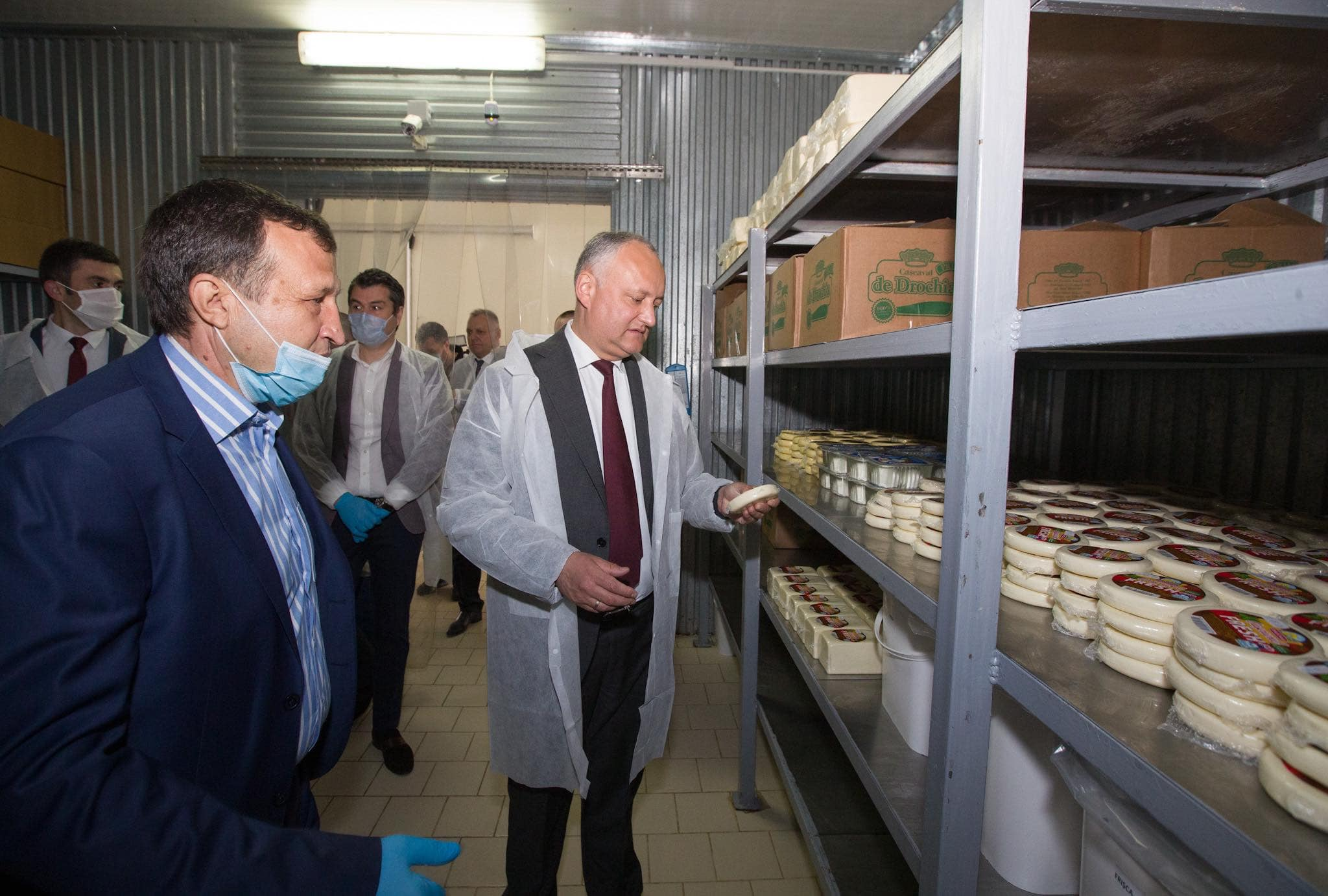 Президент посетил молочный комбинат и сахарный завод в Дрокии (ФОТО, ВИДЕО)