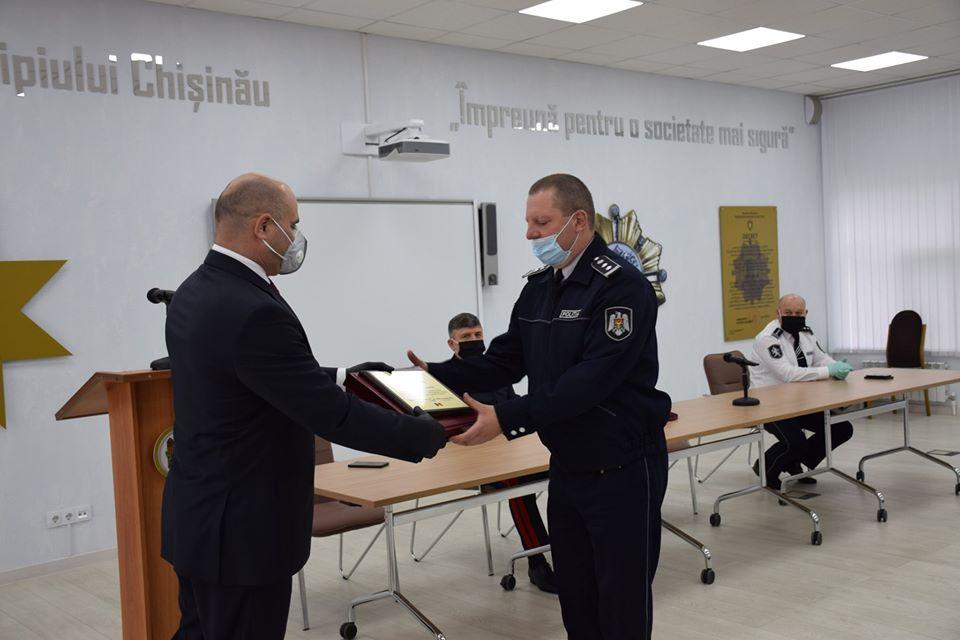 Глава МВД наградил полицейских, отличившихся в борьбе с коронавирусом (ФОТО)