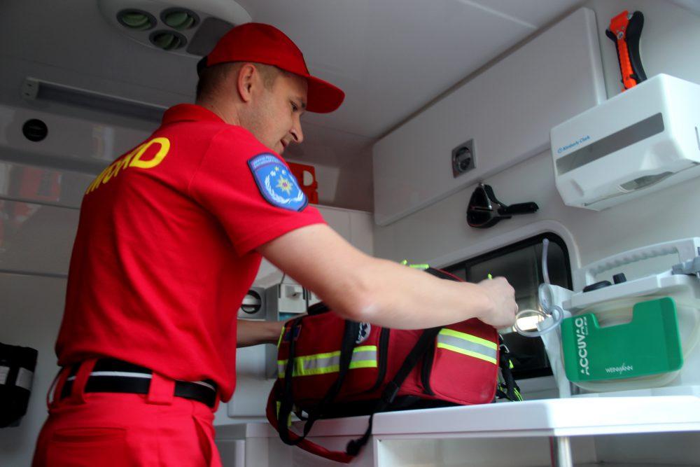 SMURD пришла на помощь жительнице Бельц. Женщину доставили в Кишинёв (ФОТО)