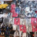 Продавал под видом брендов: в Молдове задержали продавца поддельной одежды (ФОТО, ВИДЕО)