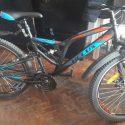 Вынесли самокат и велосипед из многоэтажки: дерзкая кража попала на видео
