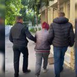 Правоохранители задержали рецидивиста, ограбившего женщину посреди улицы (ВИДЕО)