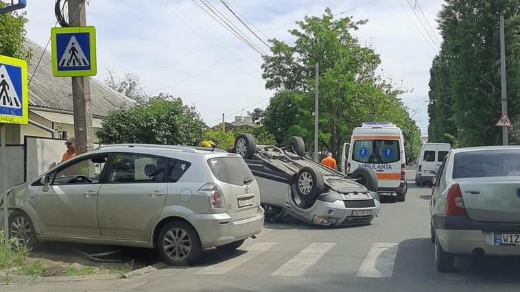 ДТП на Ботанике: автомобиль перевернулся на крышу
