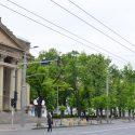 """Сквер у театра Эминеску будет реабилитирован, а """"Арбат"""" переедет в другое место"""