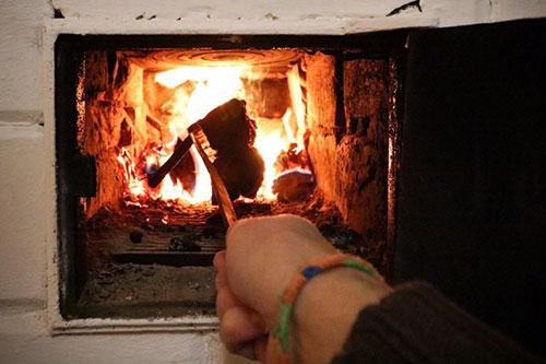 Попытка разжечь печь бензином обернулась для бендерчанина ожогами