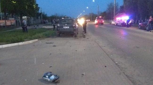 В Сынжерей мотоцикл врезался в машину: парень и девушка доставлены в больницу (ФОТО)
