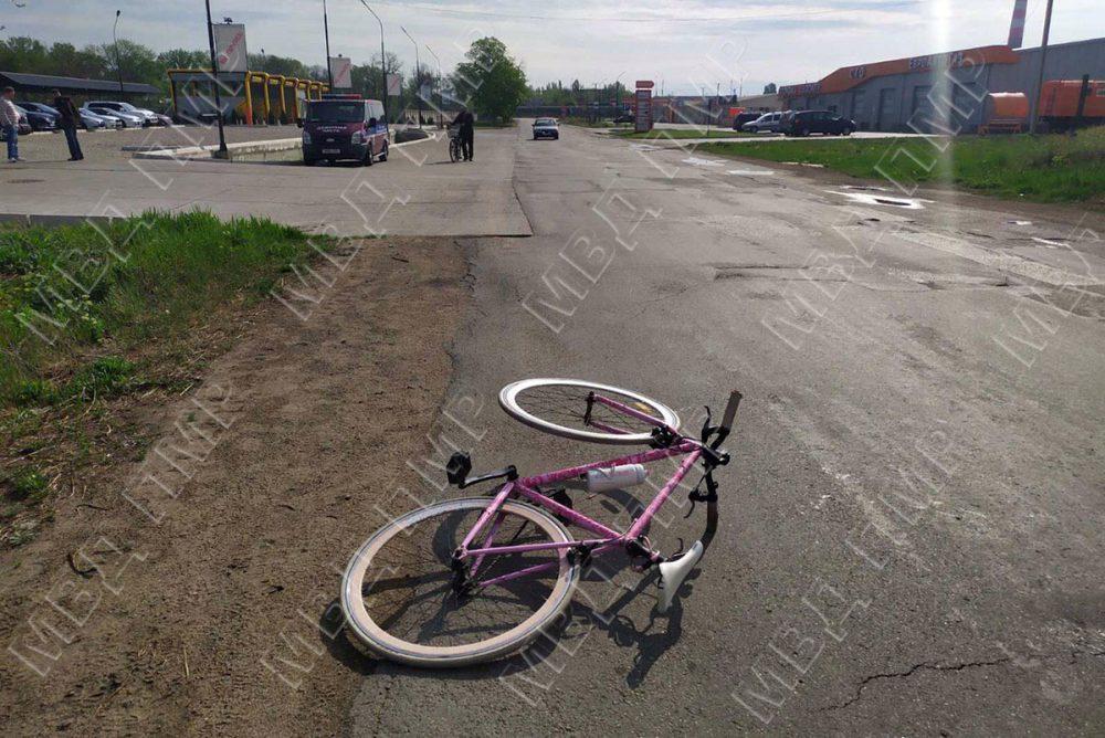 В Тирасполе автомобилист сбил женщину на велосипеде и скрылся с места аварии