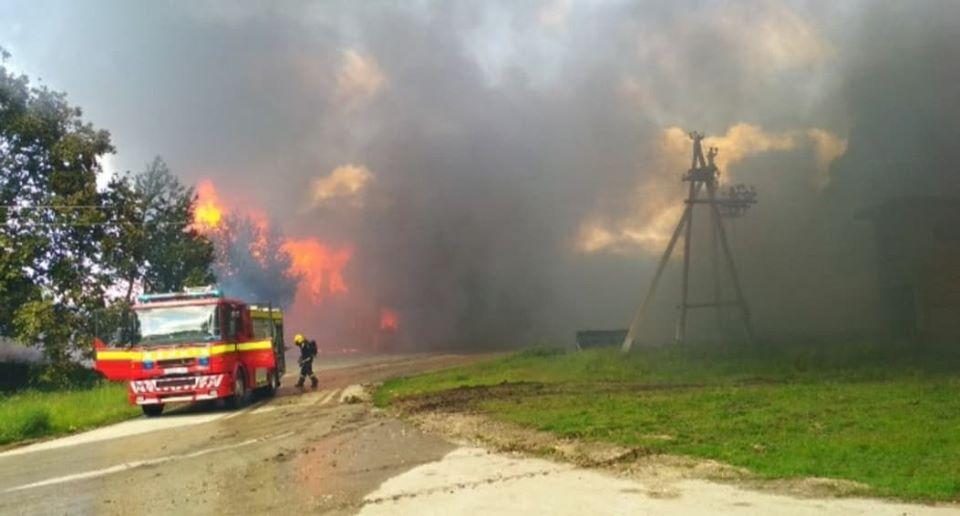 В Окнице пожарные несколько часов тушили крупное возгорание (ФОТО)