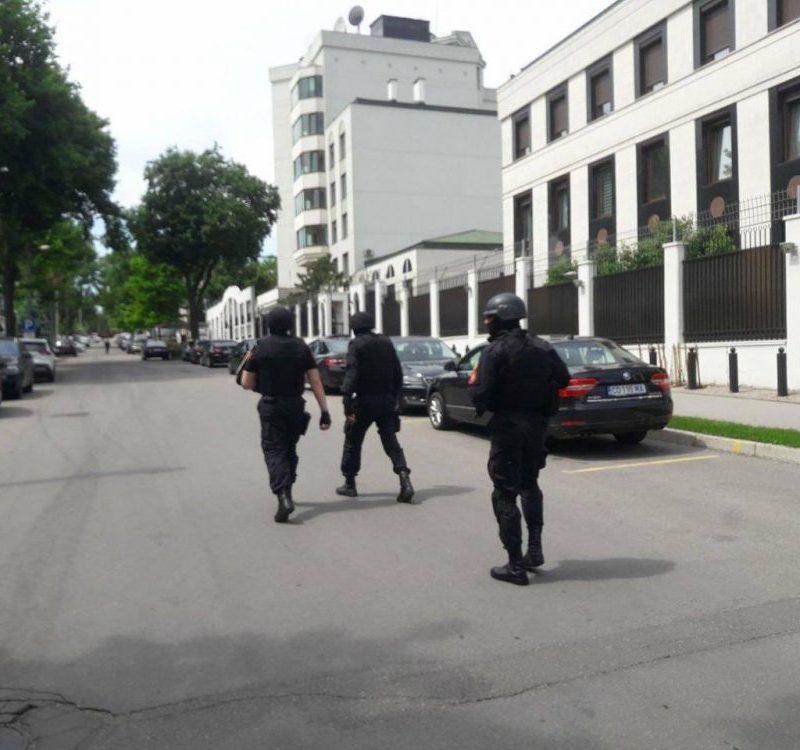 Ложная тревога: неизвестный сообщил о бомбе в посольстве РФ в Молдове (ФОТО)