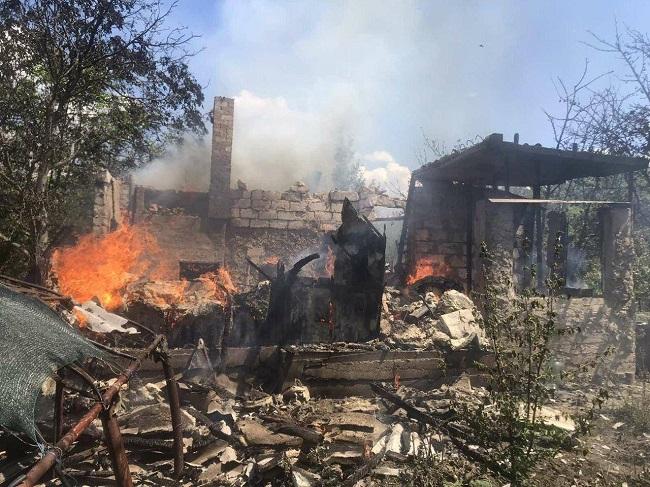 ЧП в Криулянах: во время пожара в частном доме взорвался газовый баллон (ФОТО)
