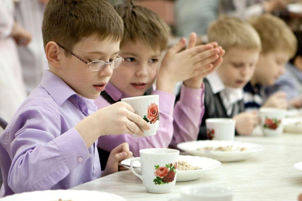 Чебан распорядился проверить и модернизировать систему питания в школах и детских садах