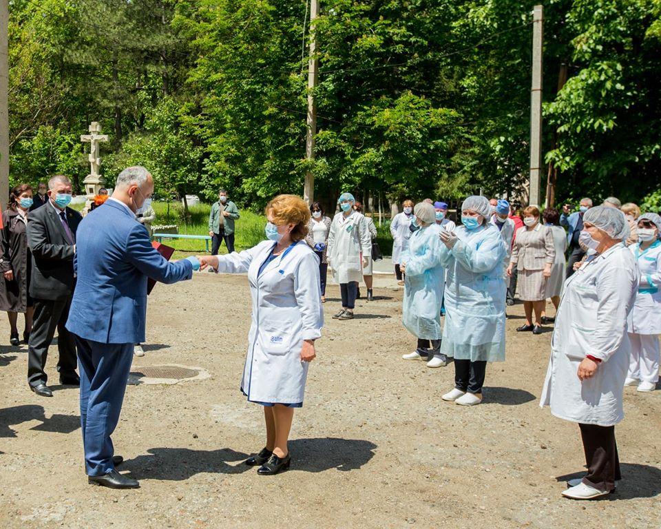 Президент пообещал оказать содействие в ремонте районной больницы Штефан-Водэ (ФОТО, ВИДЕО)