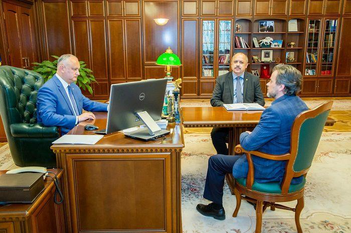 Президент: Окажу руководству и коллективу театра Чехова всю необходимую помощь (ФОТО, ВИДЕО)