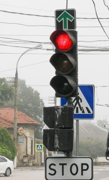Внимание, водители: на одном из столичных светофоров убрали зелёную стрелку