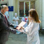 Президент посетил районную больницу Окницы и вручил почетные дипломы сотрудникам (ФОТО, ВИДЕО)